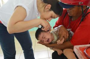 Arztbesuche sind für die Kinder hier ungewohnt. Die meisten haben Angst. Viele lassen sich beruhigen. Nicht so der kleine Jesús: Er schreit, ...