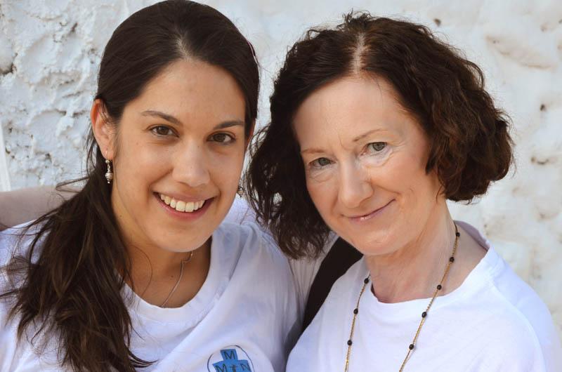 Dr. Shanti Lokhande hat 2010 zum ersten Mal an einer Medical Mission teilgenommen. Diesmal ist auch ihre Mutter Dr. Paulette Durbach-Lokhande mitgekommen. Beide sind Ärztinnen.