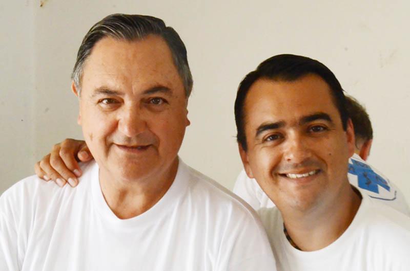 Cesar Delgado, Juan Vicente Delgado Cesar Delgado ist wiederum ein enger Freund von Dr. Carlos Martinez Rocha. 2011 hat er uns zum ersten Mal bei der Verwaltung der Apotheke unterstützt. Sein Sohn Juan Vicente Delgado hat ihn begleitet. Dieses Jahr sind beide wieder dabei.