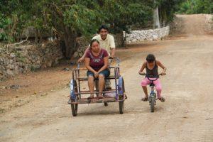 Ein übliches Transportmittel. Autos sieht man hier selten.