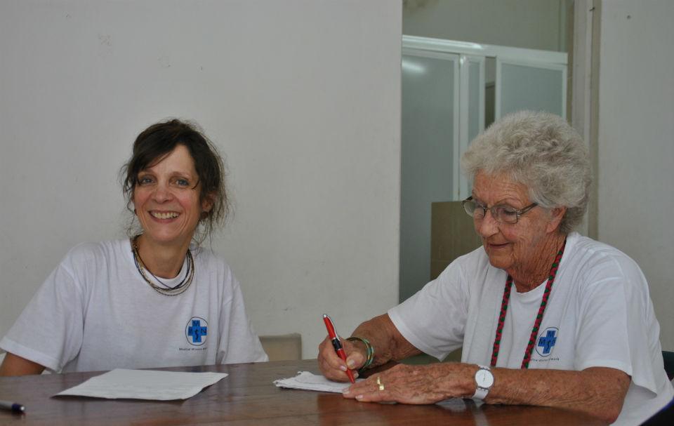 Dr. Dorit Wilke-Lopez mit ihrer Übersetzerin Irmela Lucas.