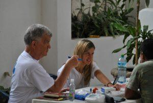Haben noch zwei Wochen Einsatz in Quintana Roo vor sich: Dr. Gerhard Klein, Neurologe und Psychiater, und Silvia Egervári, die für ihn übersetzt.