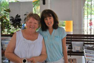 Kathy ist für die Apotheke verantwortlich. Sie hat unerwartet Unterstützung bekommen. Mariana lebt in Playa del Carmen und hat zufällig von unserem Einsatz erfahren. Sie hat sich spontan bereiterklärt zu helfen.