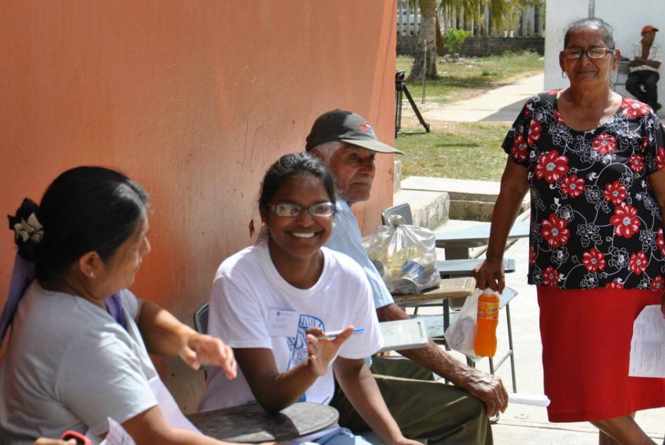 Nina Kumar war mit ihren Eltern Surandrah und Carolyn bei dem Einsatz dabei. Sie brachte die Patienten zu den Ärzten und wies ihnen ihren Platz in der Warteschlange zu. Dabei hatte sie immer ein freundliches Lächeln für sie übrig und sorgte mit ihrer aufmerksamen und liebevollen Art immer für gute Stimmung im Team.