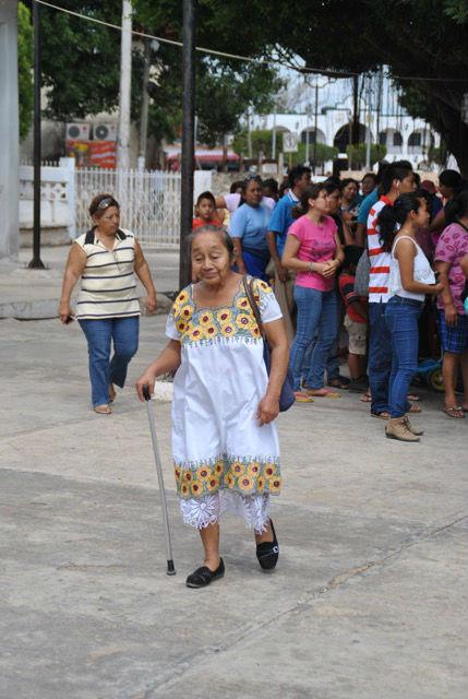 Die Trachten spielen auch heute noch eine große Rolle. In jedem Dorf sieht man vor allem Frauen, die sie tragen. Die älteren tragen fast ausschließlich ihre traditionelle, mit prächtigen Stickereien versehene Kleidung, die jüngeren sowie die Männer sind meist westlich gekleidet.