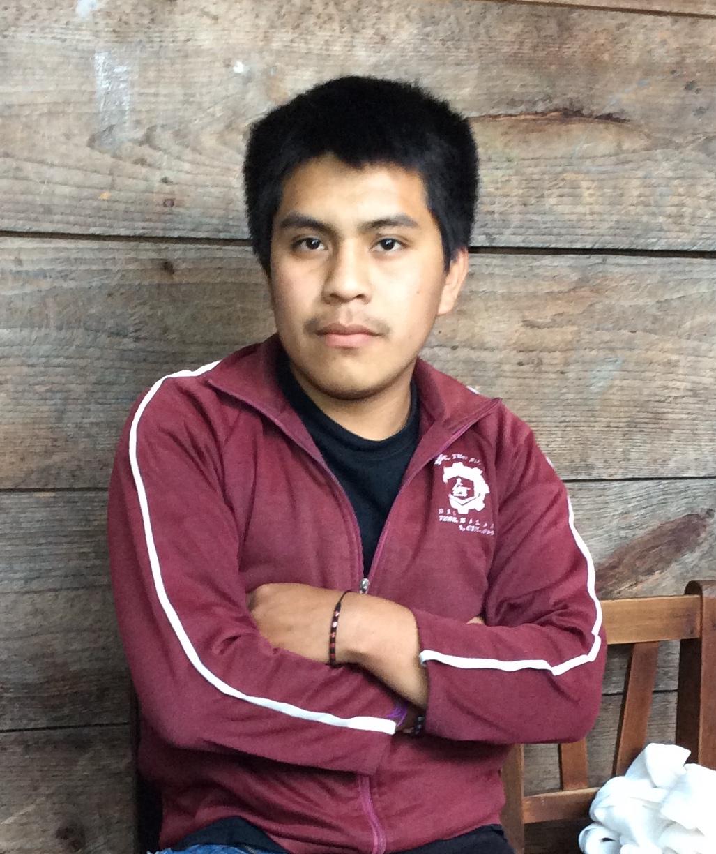 Der 20-jährige Alonso Méndez hat vor zwei Jahren bei einem Unfall sein linkes Bein verloren. Er braucht dringend eine Prothese. Mehr Informationen finden Sie unter dem Artikel.