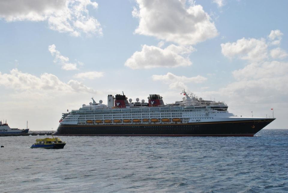 Ein Kreuzfahrtschiff vor Cozumel
