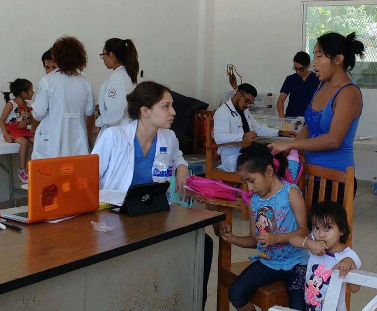 Mexikanische Medizinstudenten bei ihrem Einsatz in Bacalar