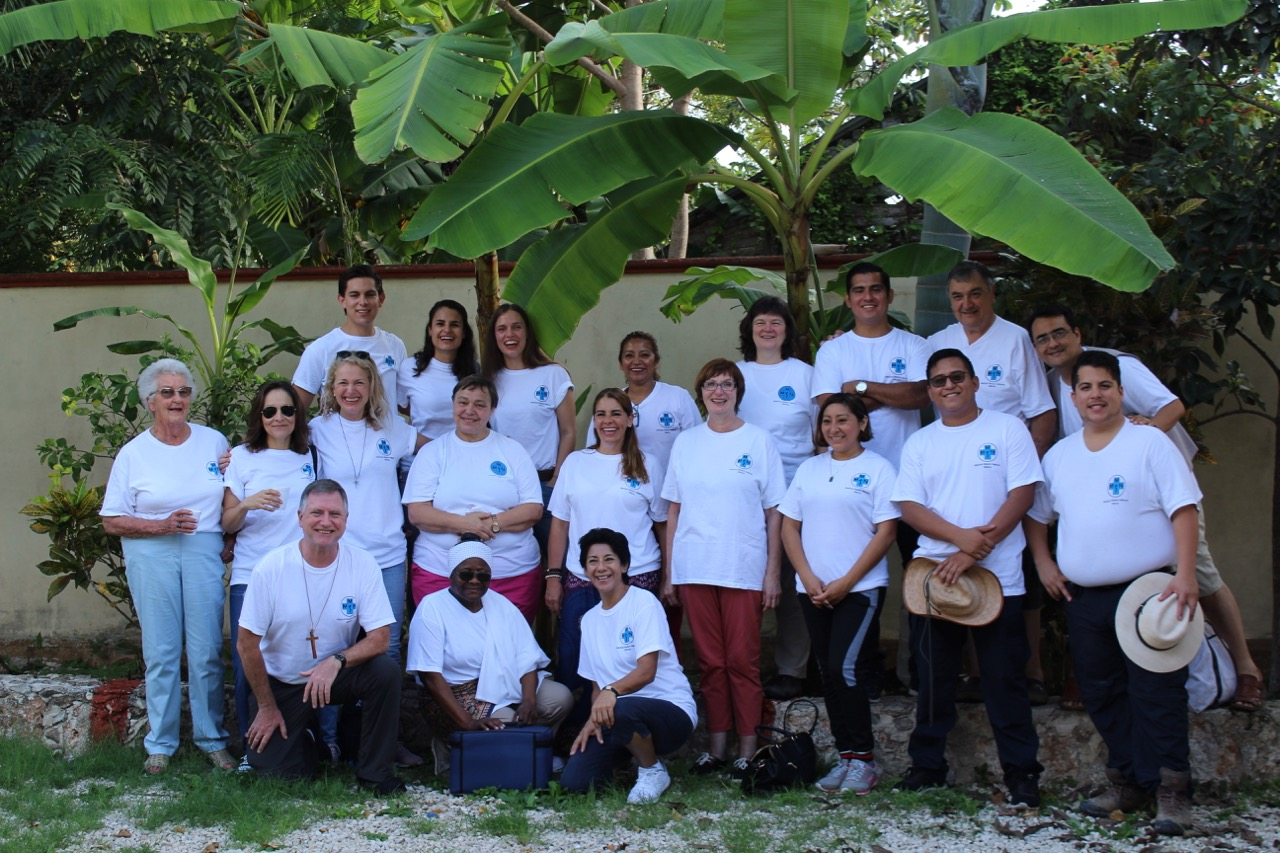 Heute hat unser neuer Einsatz begonnen. Ein Team mit Teilnehmern aus Deutschland, Irland und Mexiko ist zwei Wochen lang im mexikanischen Bundesstaat Quintana Roo und Bacalar unterwegs. Die Teilnehmer sind am Wochenende in Playa del Carmen eingetroffen, von dort ging es per Bus weiter in den Süden, nach Bacalar. Dort werden wir eine Woche lang bleiben, bevor wir nach Felipe Carrillo Puerto weiterreisen. Am ersten Tag haben wir mehr als hundert Patienten behandelt.